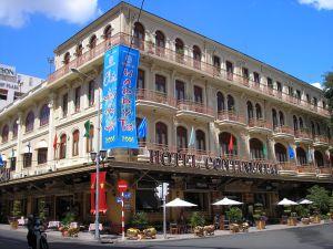 Tet 2006 bij het beroemde hotel Continental in Saigon: Graham Greene schreef hier 'The Quiet American' in de Vietnamoorlog.