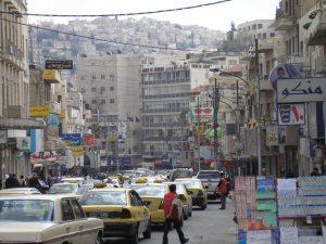 De hoofdstad van Jordanië, Amman, kent een ietwat monotone bouwstijl.