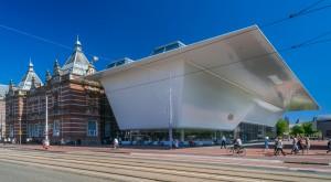 De veelbesproken badkuip van Amsterdam, de luifel van het Stedelijk Museum. Bron: Stedelijk.nl
