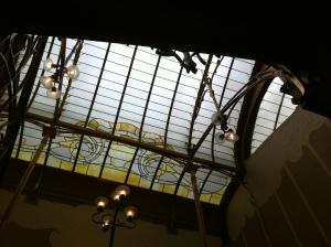 Een Art Nouveau-lichtkoepel in het voormalige woonhuis van Victor Horta in Brussel, tegenwoordig te bezoeken als museum.