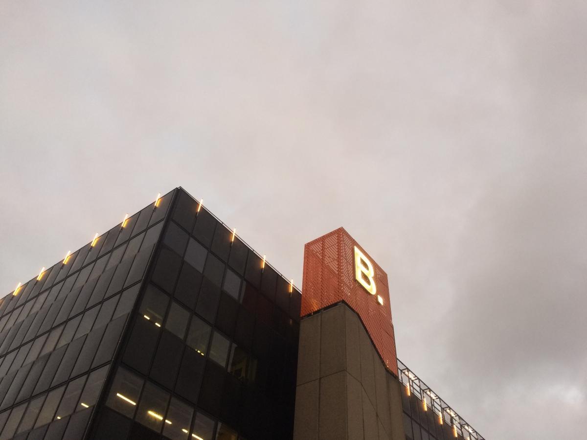 B. Amsterdam: stad in een gebouw