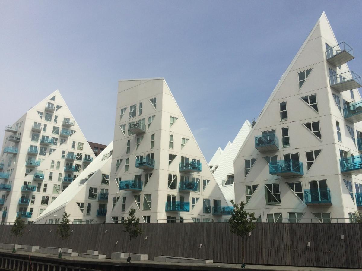 Aarhus: tovenarij en een trendy ijsberg