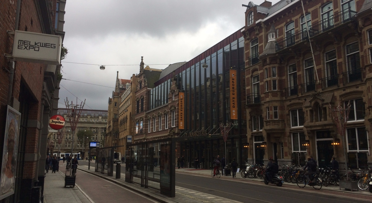 E-mails lezen in de Amsterdamse lucht
