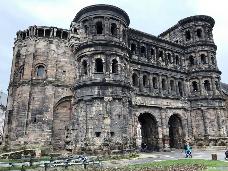 Porta Nigra, de Romeinse stadspoort van Trier.